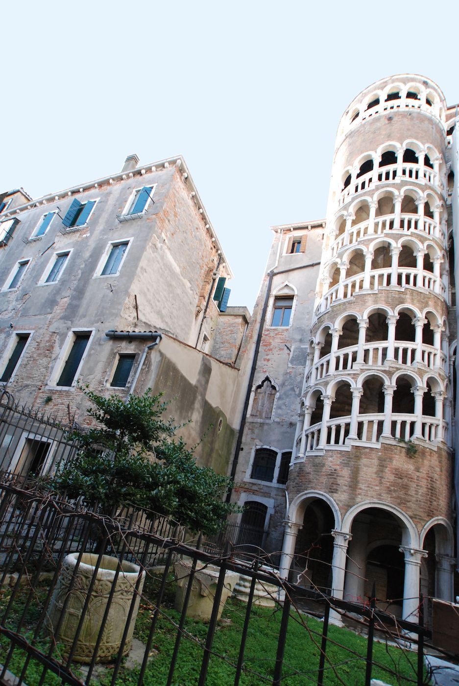 the entrance to the Bellini is next to Scala Contarini Del Bovolo
