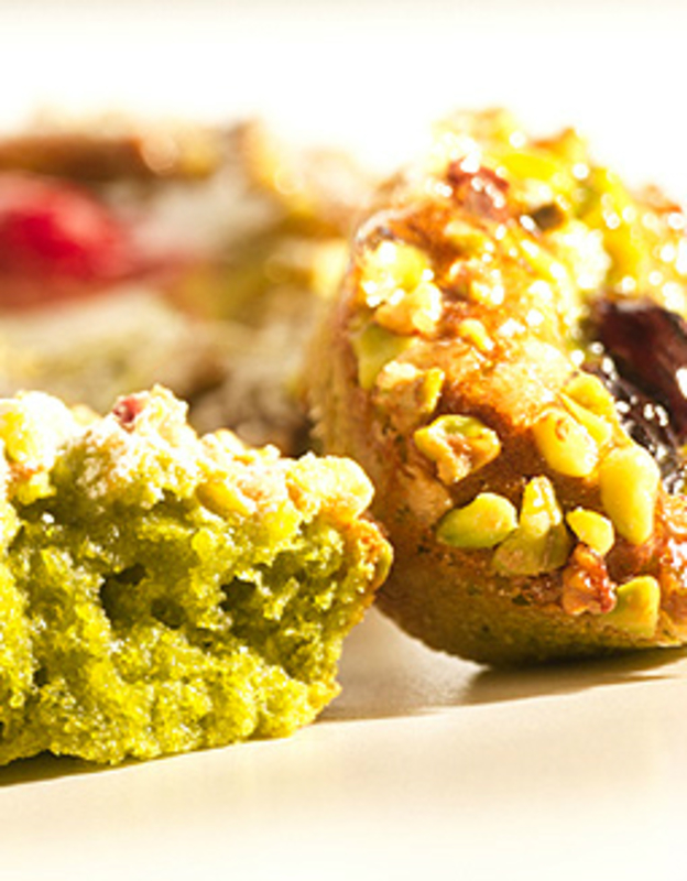 Pistachio & fruit mini fondants
