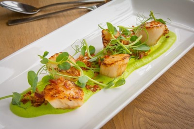 Scallops with Yorkshire pea puree, crispy bacon, peashoots