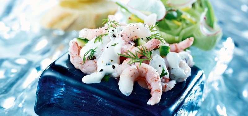 Prawn salad with cucumber and red onion