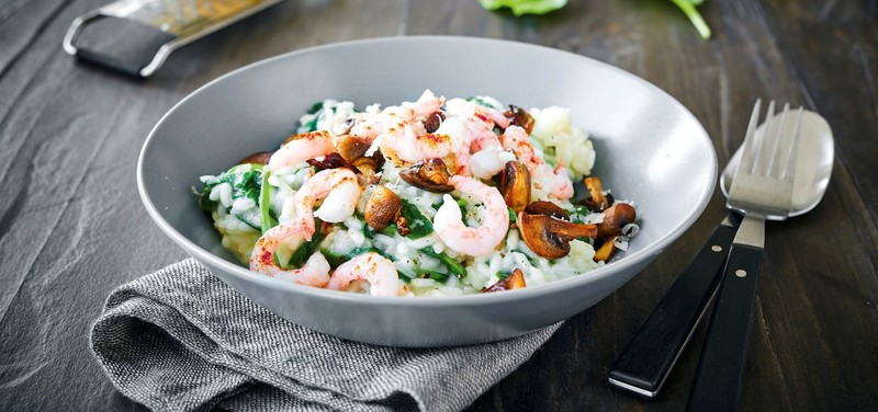 Risotto with mushrooms, spinach and prawns