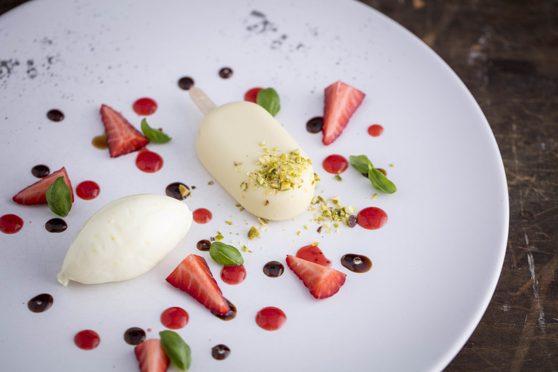 STRAWBERRY ICE CREAM WITH WHITE CHOCOLATE RECIPE BY DANILO CORTELLINI
