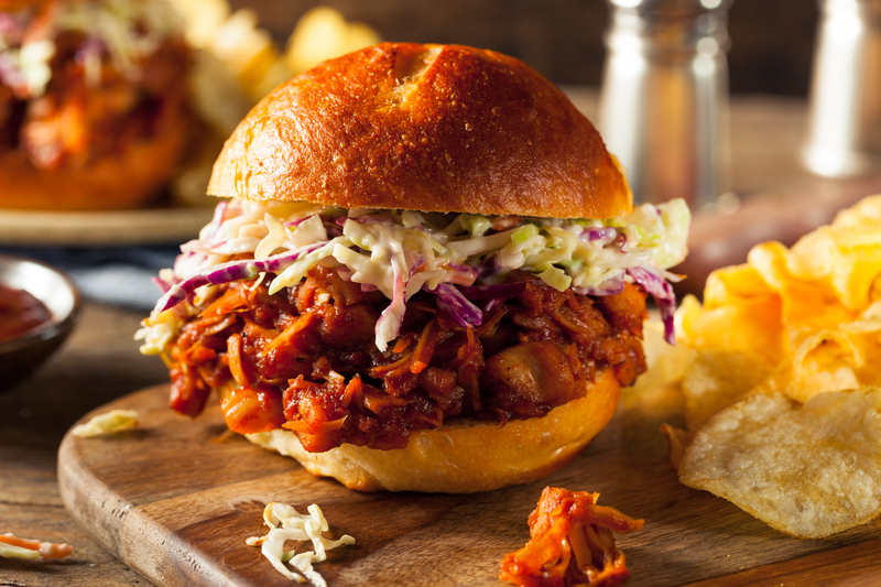 With #Barbecue season in full swing and The demand for #Vegan food rising... nail it with this BBQ JACKFRUIT BURGER:heart_eyes: Full recipe here ---->http://bit.ly/2upVn7z