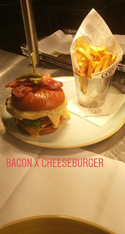 Bacon & cheeseburger new on lunch menu .