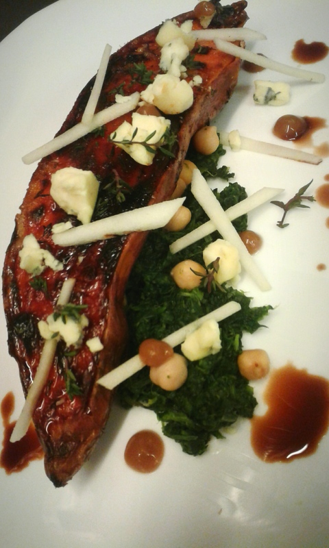 Caramelized sweetpotato baked with eucalyptus leaves, spinach, cheekpeas, green apple, blue cheese and balsamic emulsion.