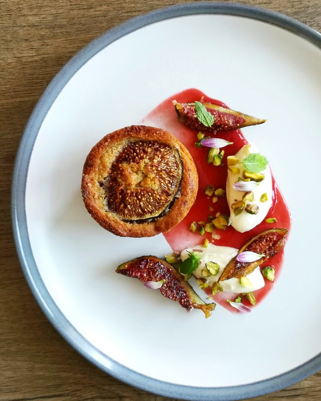 Fig sponge cake, plum& ginger puree, lemon mascarpone, caramelised figs, toasted pistachios...