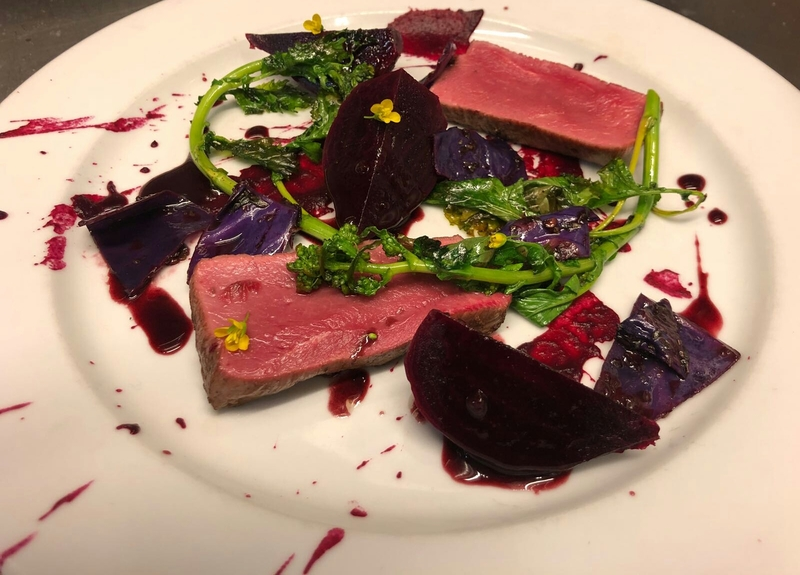 Tender loin, beets, beetroot emulsion with Tannat Merlot, cherry and balsamic vinegar, grelo and spicy red cabbage.