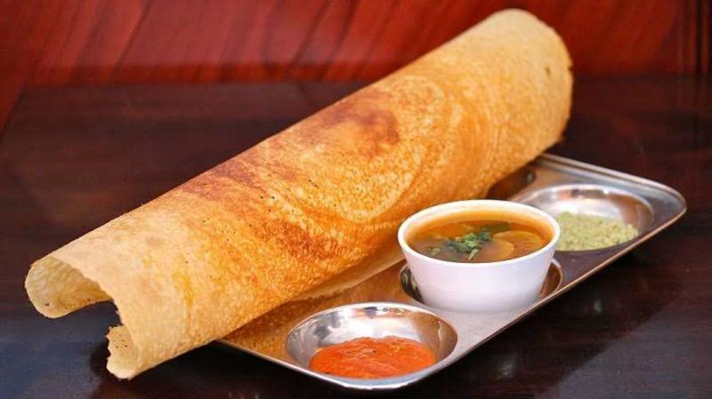 4 types of chutnni and dosa or idli