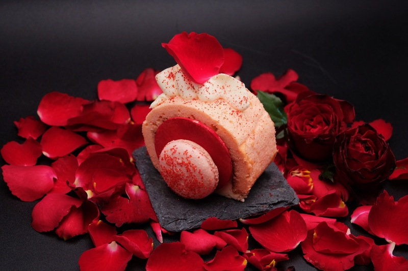 """DREAM"" :wilted_rose::wilted_rose: - strawberry & creamcheese rolls"