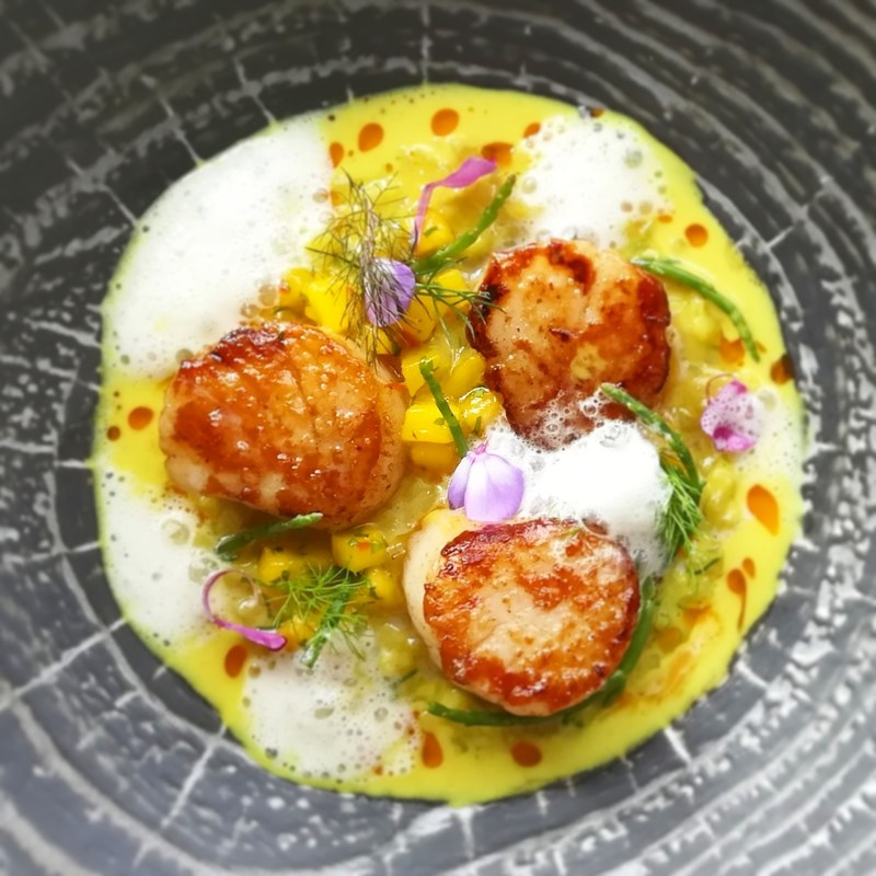 Seared scallops Potato risotto Coconut, curry sauce Mango& coriander salsa Lemongrass foam