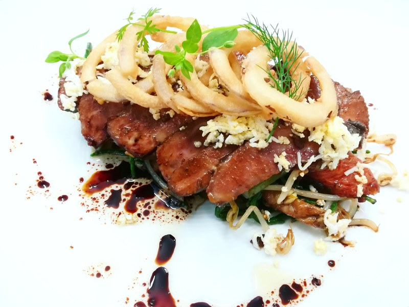 Beef brisket salad. Spicy dressing Bean sprouts Soya, ginger  Green beans Crispy onions