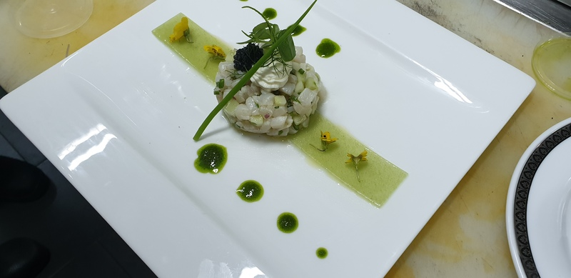 Scallop tartare with cucumber jelly