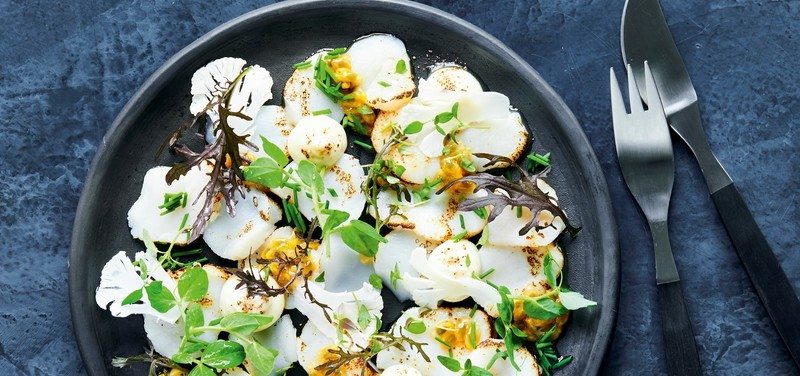 Cured scallops with cauliflower purée and passion fruit