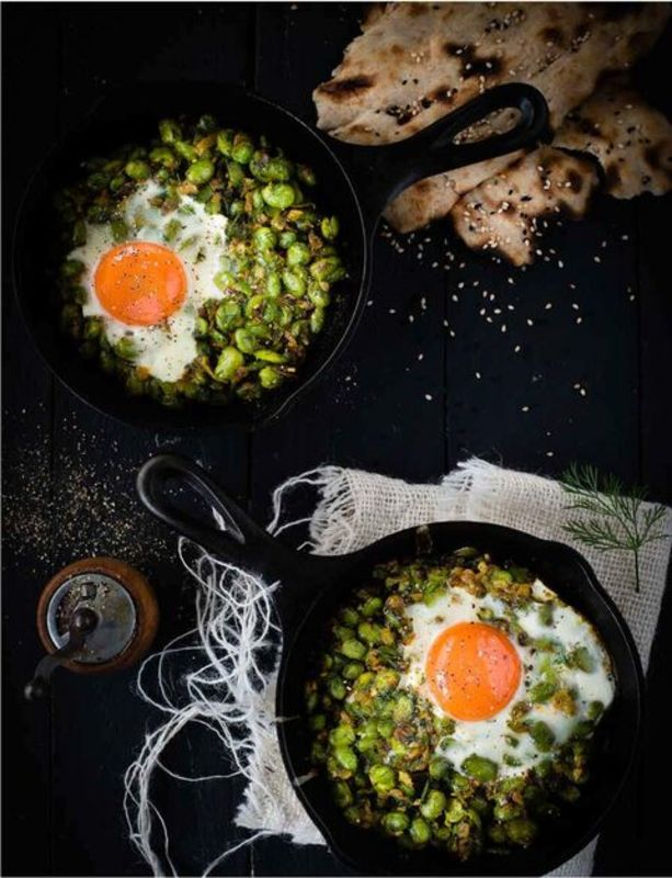 Broad Beans with Garlic, Dill and Egg