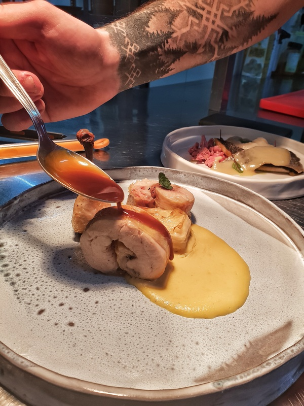 Service !:Rolled chicken with corn puree and daphinoase with cicken sauce