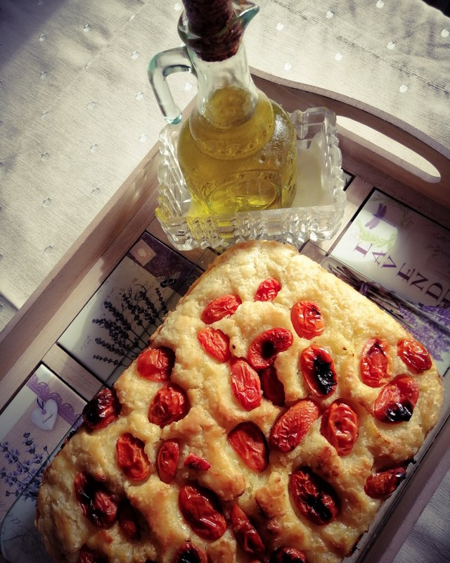 Focaccia with onions:black_small_square:️Marinated cherry tomatoes in seasoned olive oil with red pepper and rosemary