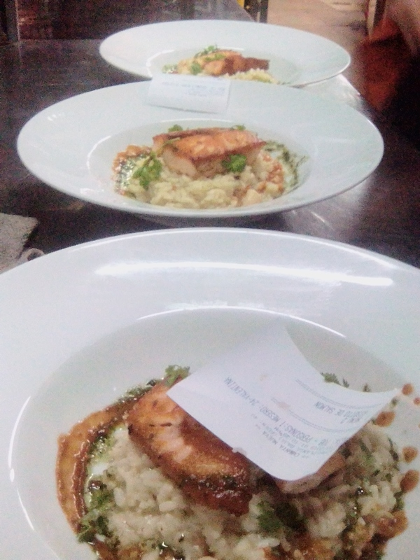 Pick up!, salmón risotto with mint and smoked tomato dressing.