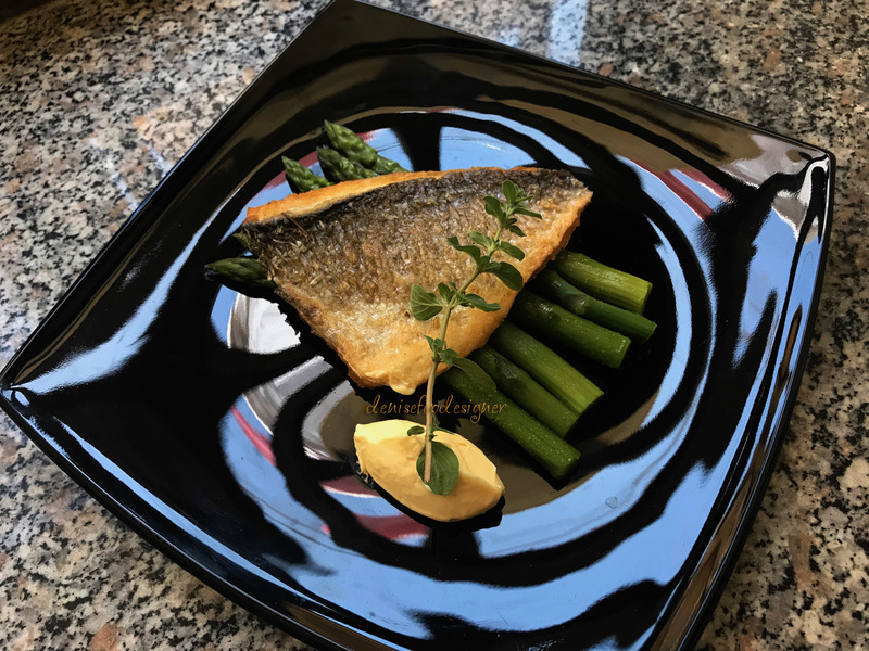 Sea bream fillet with asparagus and aioli sauce