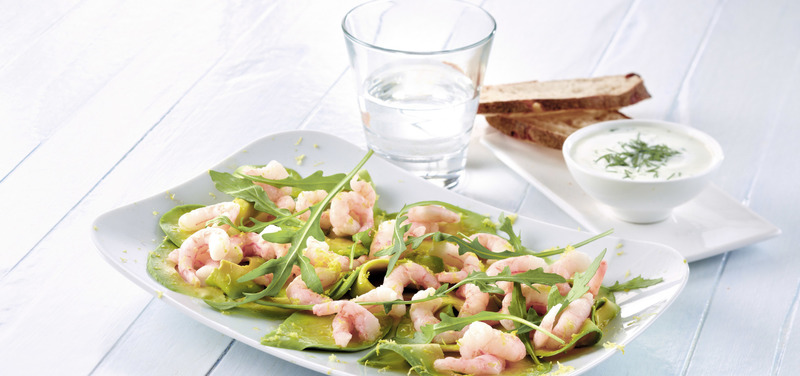 Avocado carpaccio with prawns and dip