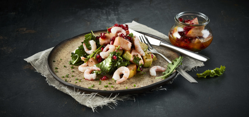 Prawns with apple, avocado and pomegranate