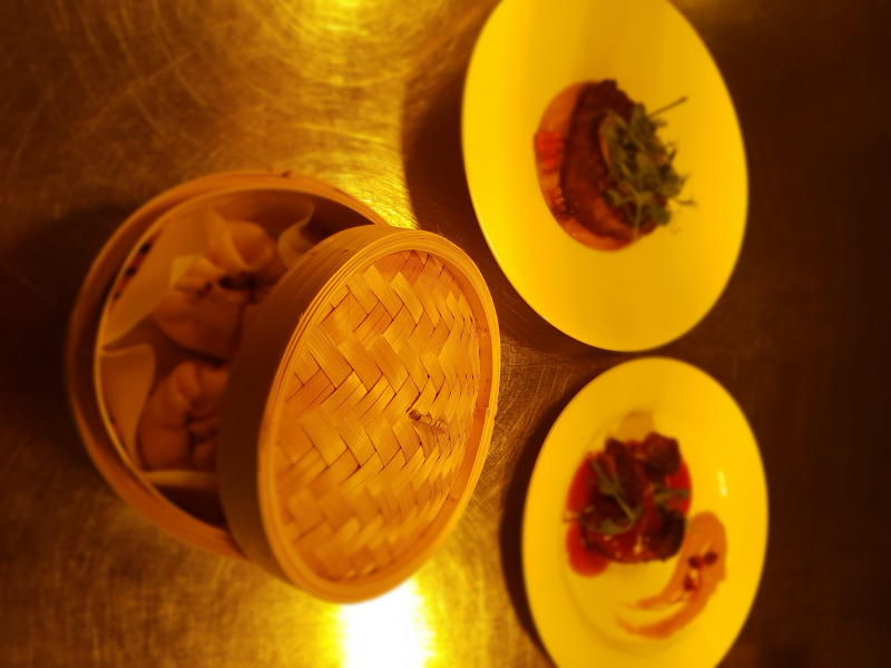 Chinese Baozza buns & fillet steak, mustard creamed potatoes and red wine jus