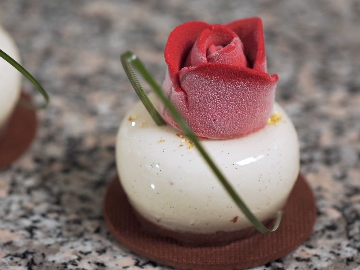 The Little Rose Cake