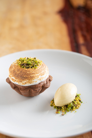 Hot chocolate , pistachio & passion fruit