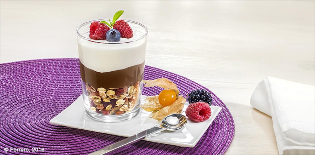 GLASS OF YOGHURT AND MUESLI WITH NUTELLA®