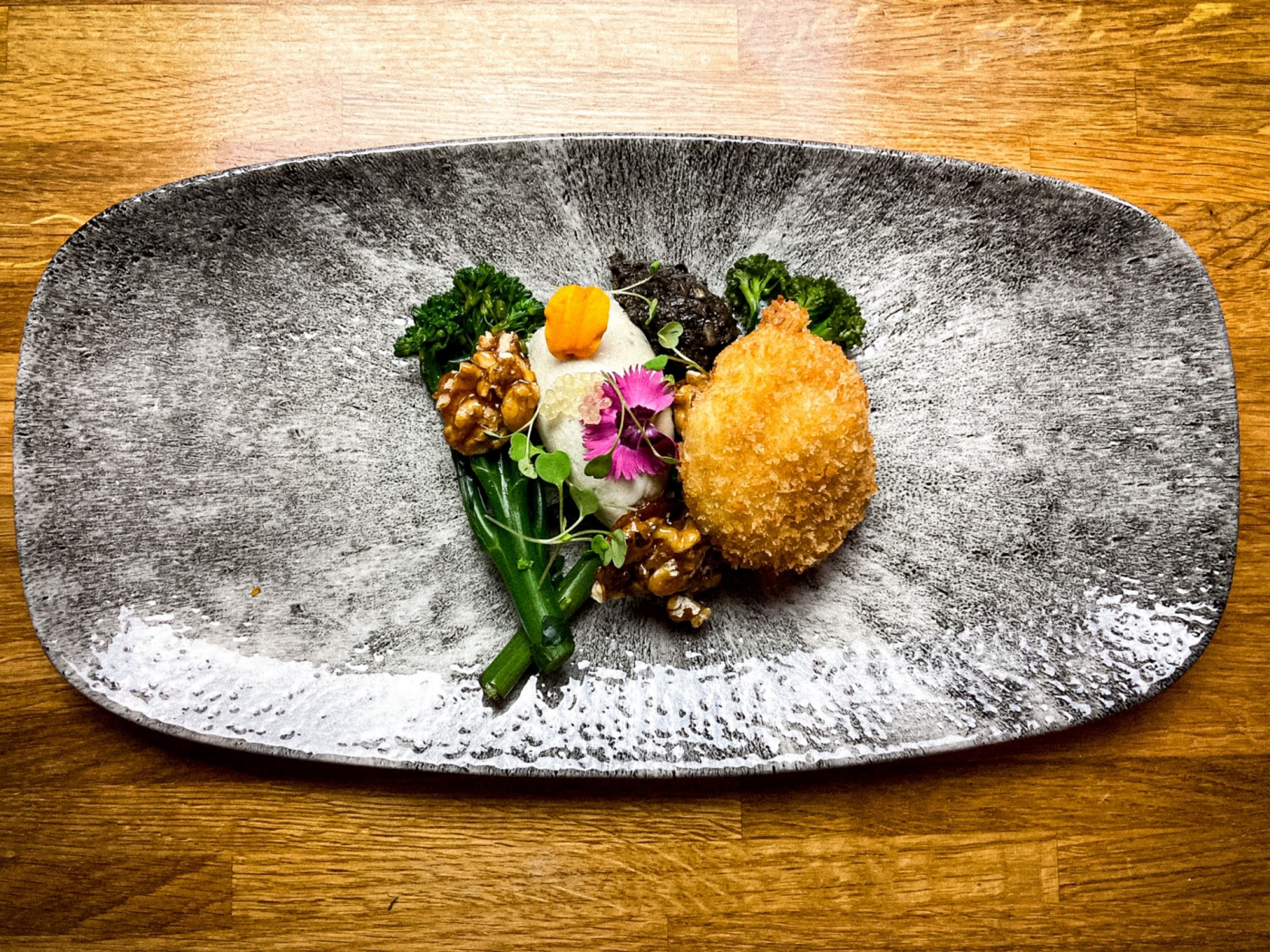 Crispy poached egg, tenderstem broccoli, roquefort mousse, candied walnuts, tapenade, lemon & basil dressing