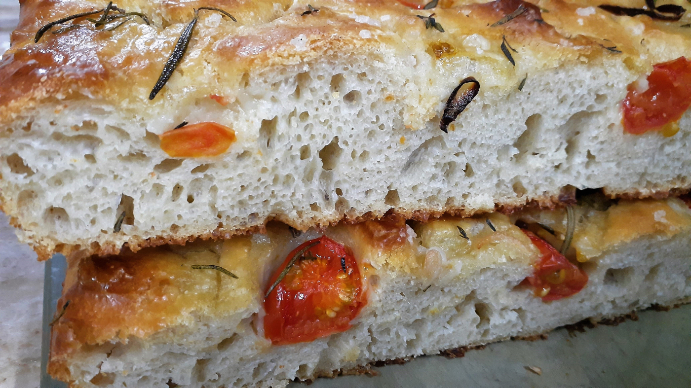 Tomatoes & red onions focaccia - lockdown baking madness...