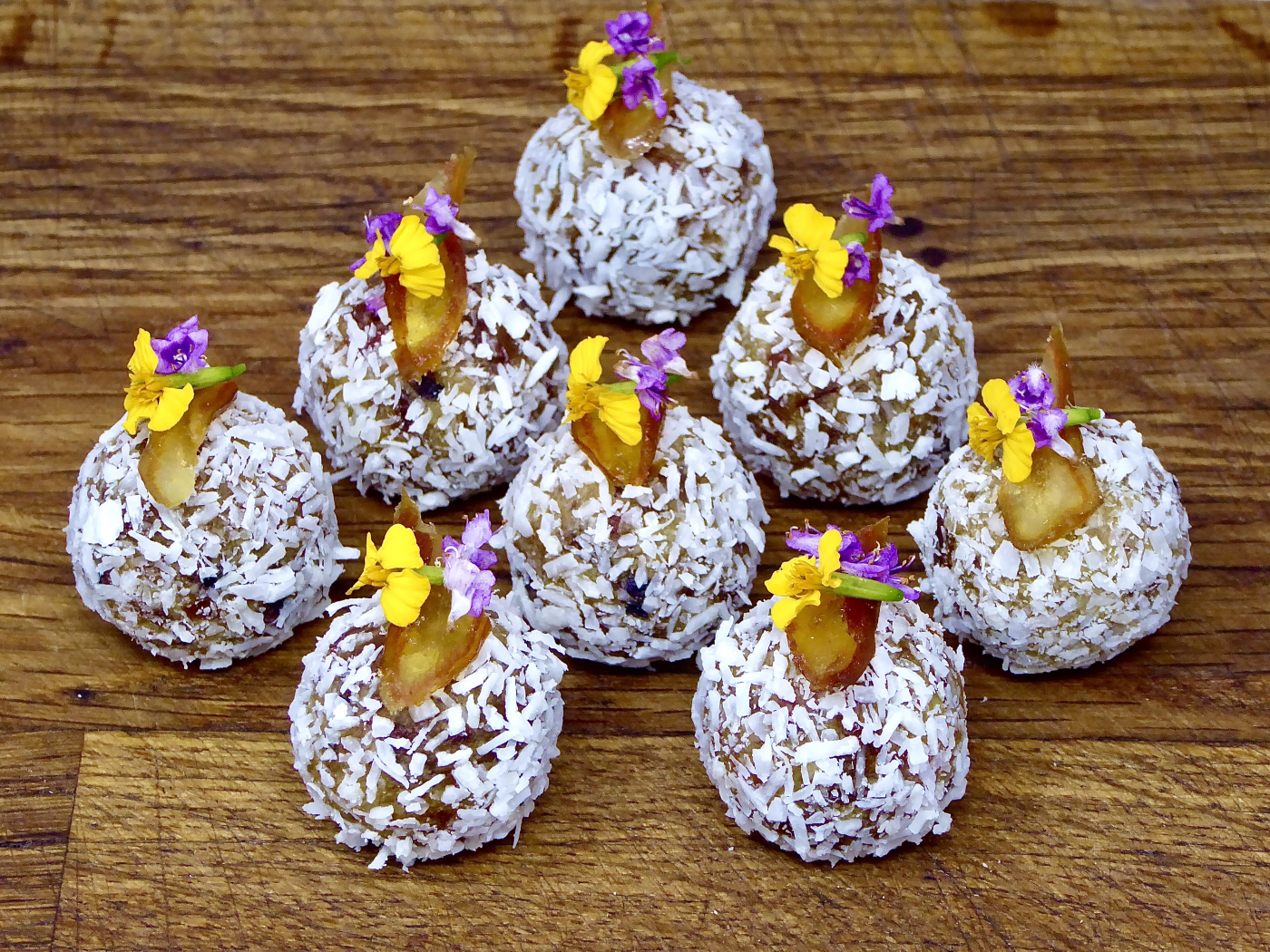 Dates, almond and coconut bonbons