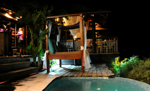 4-poster beds & plunge pool at night