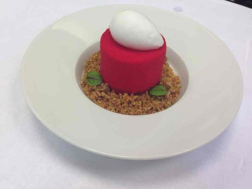 Red velvet cake, white chocolate parfait, cheesecake ice cream & brittle. Classic American flavours, done a little different.