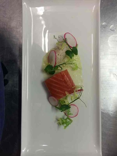 Cured salmon, lemon Gel, crab and radish