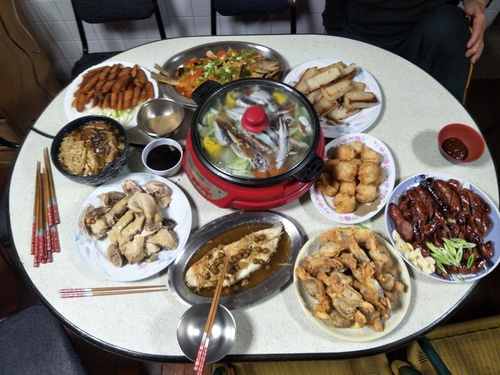 About Chinese food culture,  the meal before Chinese new year!!