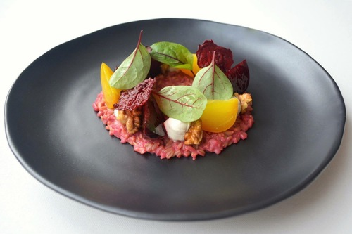 Wholegrain oats & beet risotto: glazed beetroot, horseradish cashew cream, beetroot chips, walnuts, sorrel #plantbased