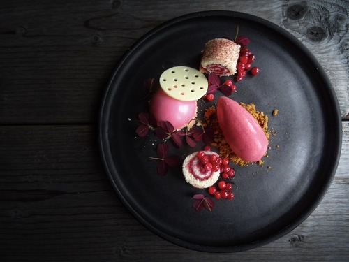 Lingonberries • White chocolate • Ginger bread • Oxalis.