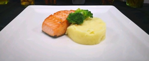 Grill salmon with mash potato
