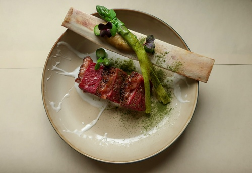 38h slow cooked beef rib/ onion creme/ green asparagus / yoghurt