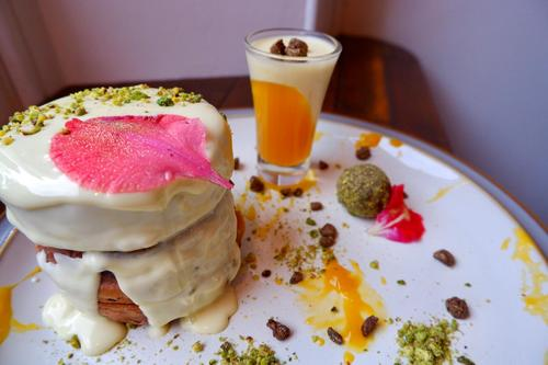 Passionfruit and pistachio white chocolate :heart_eyes: