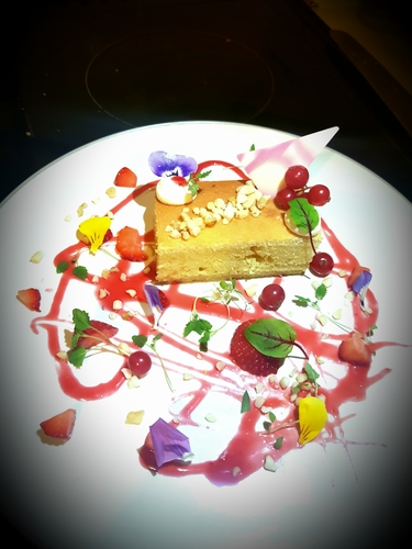 Almond sponge strewberry couils macerated strawberrys chopped nuts @chefphilip127