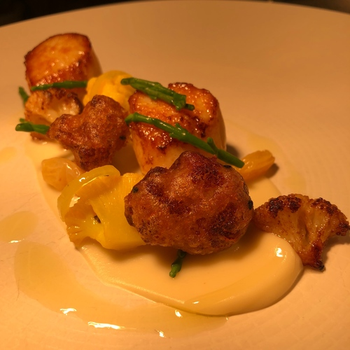 Scallops with curry and cauliflower