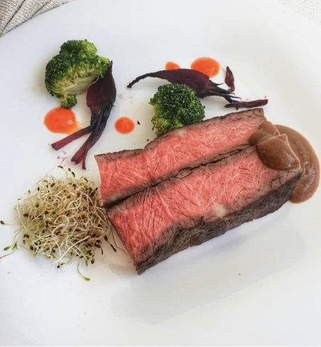 New york steak with pepper sauce and carrot fluid gel:metal::drooling_face::wink: