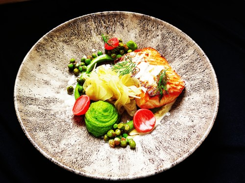 Salmon / green peas / fennel