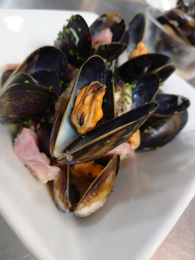 Cider, bacon, mussels, finished with creme fraiche..... Tasty