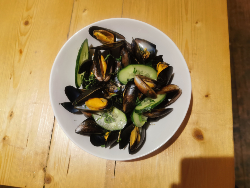 Gin and tonic mussels