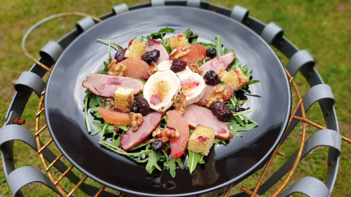 Smoked duck, goat's cheese, pink grapefruit, tasted walnuts , brioche croutons,red wine and wild berries dressing #smoked #duck #goatscheese #pinkgarapefruit #walnuts #brioche #nut #redwine #wine #wildberry #dressing #healtyfood #salad #naturalfood #marekjanichef  #merlot #cooking #alfrescodining #garden #lightbite