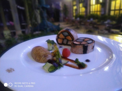 Seafood roulade with hasselback potatoe, grilled leek