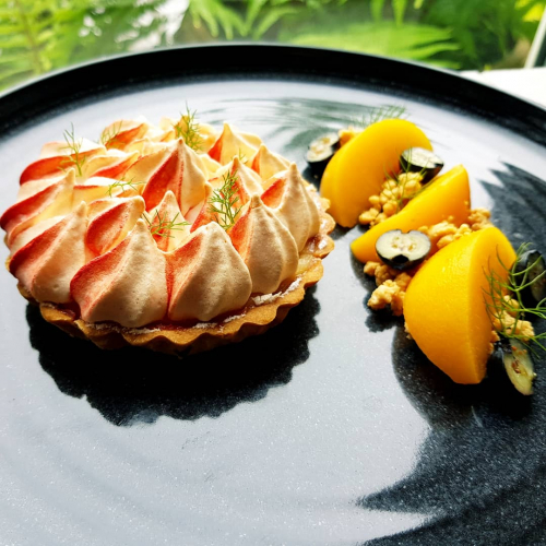 Lemon meringue pie - peaches - blueberries - caramelized white chocolate
