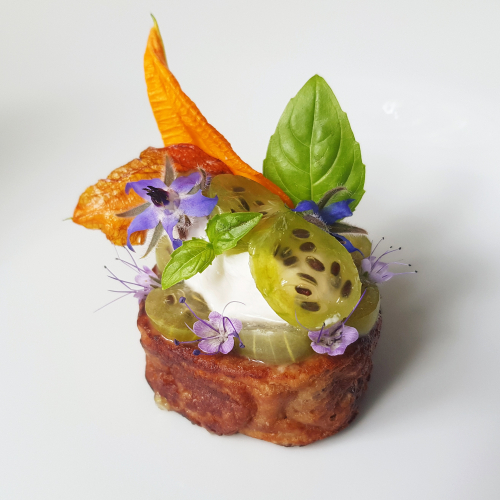 """FRENCH TOAST"" [whole grain]▪︎ gooseberries ▪︎ goat cream cheese ""semifreddo"" ▪︎ courgette flower ▪︎ basil"